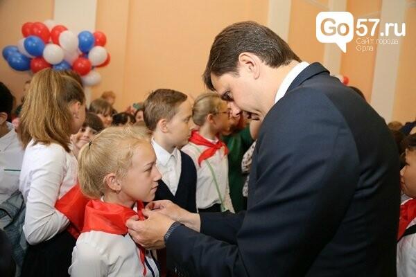 Андрей Клычков повязал галстуки новым пионерам, фото-2