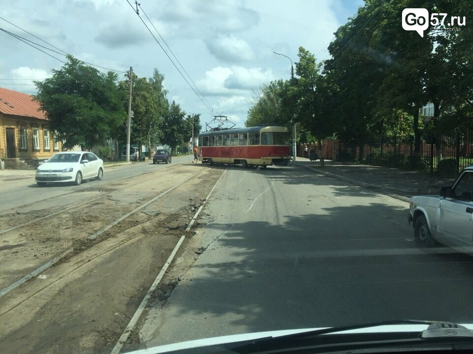 Орловский дрифт: трамвай сошел с рельс, фото-1