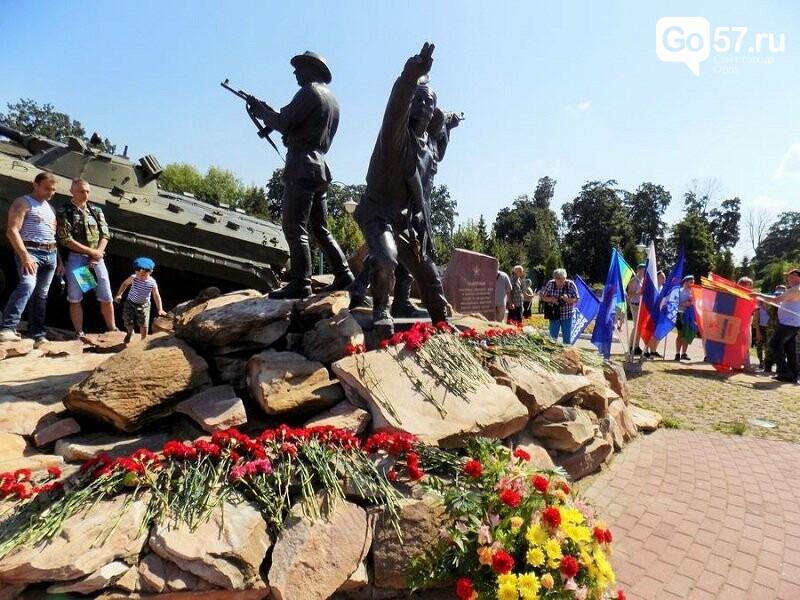 Показательные бои, кирпичи и цветы: как в Орле отметили день ВДВ, фото-11