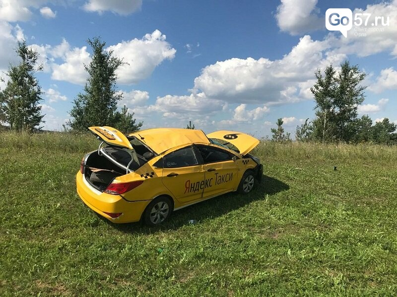 Под Орлом перевернулась машина такси, фото-2