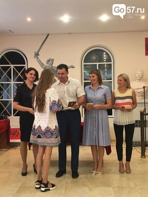 Торжественно и с песнями - 30 орловцев получили первые паспорта, фото-2