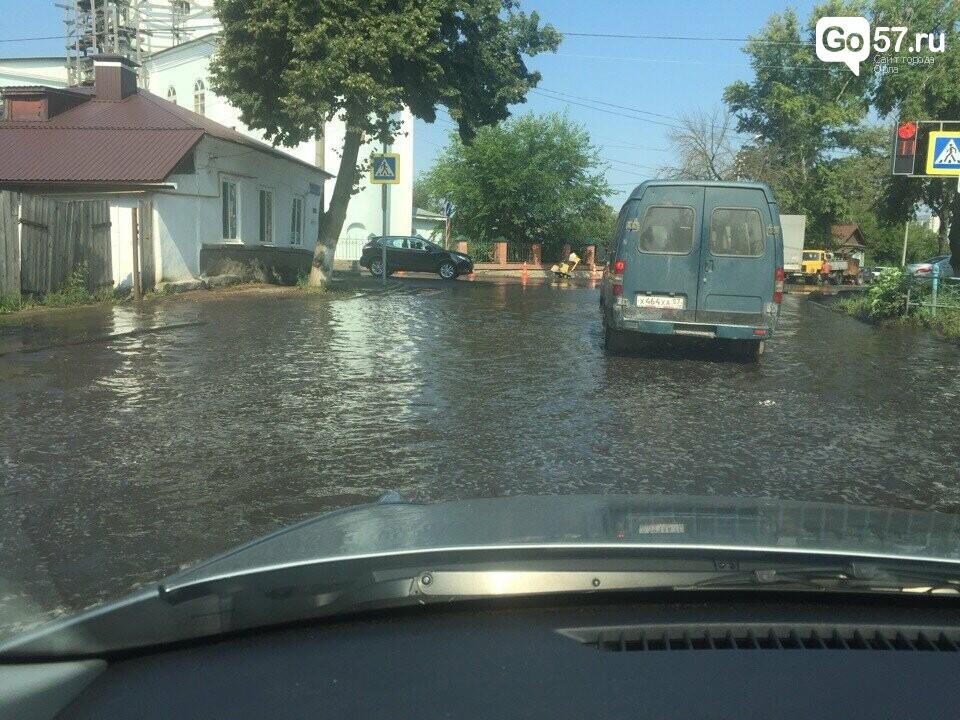 Ливневки на орловских улицах не справляются с водой, фото-1
