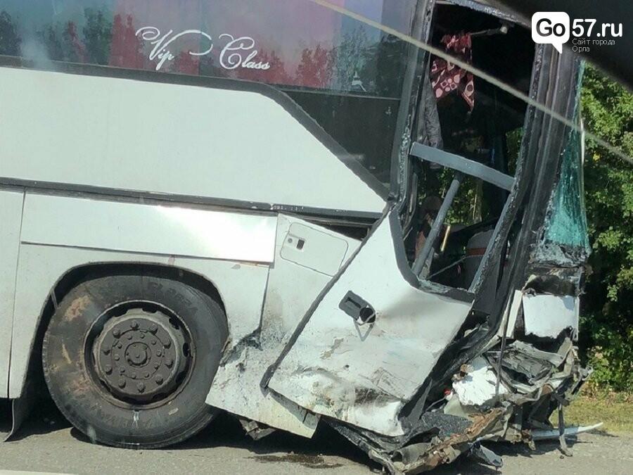 Под Орлом легковой автомобиль столкнулся с автобусом, - ФОТО, фото-1