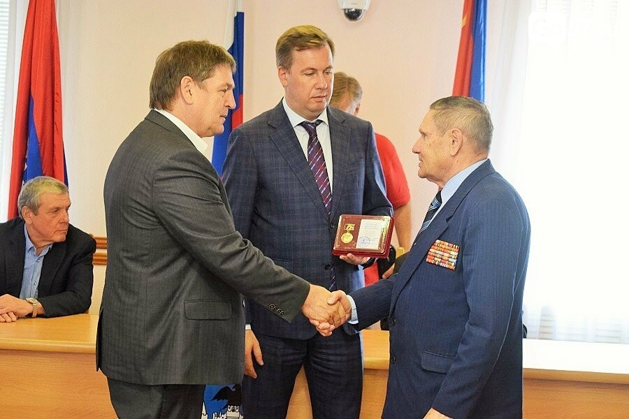 Почетным гражданам Орла вручили медали в честь 75-летия освобождения области, фото-13