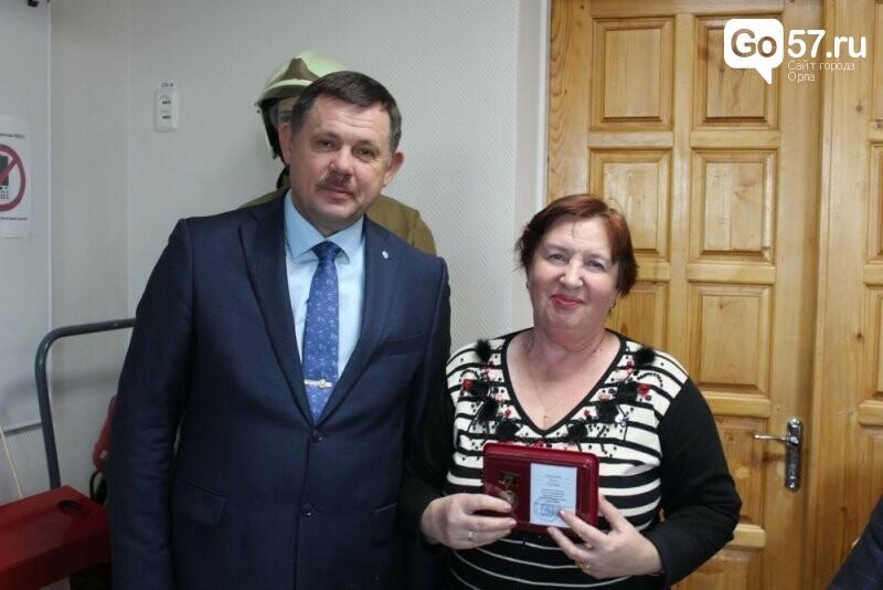 Сотрудники и ветераны орловского МЧС получили медали по случаю 75-летия освобождения области, фото-1