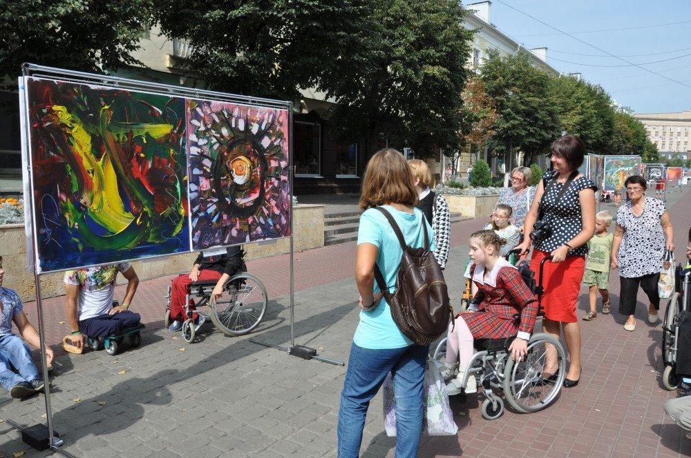 Жители и гости Орла смогли увидеть необычную детскую выставку, фото-3