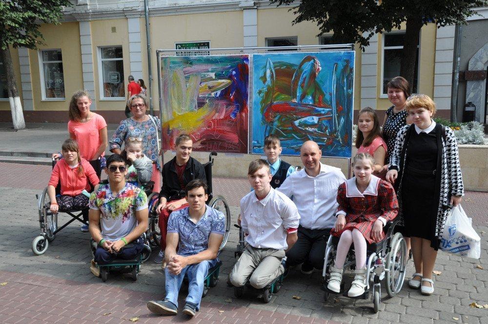 Жители и гости Орла смогли увидеть необычную детскую выставку, фото-4