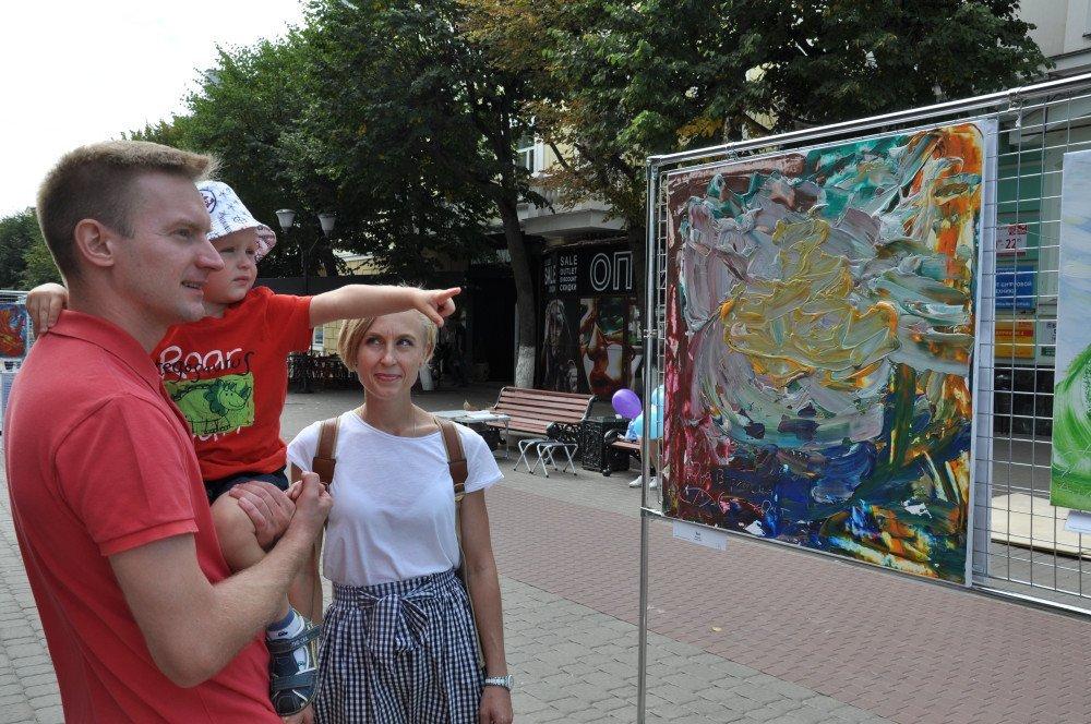 Жители и гости Орла смогли увидеть необычную детскую выставку, фото-6