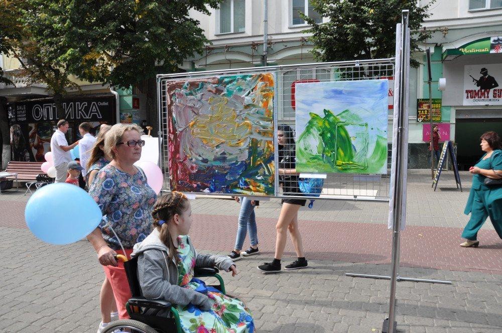 Жители и гости Орла смогли увидеть необычную детскую выставку, фото-7