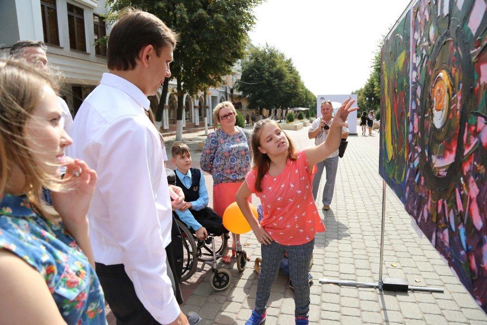 Жители и гости Орла смогли увидеть необычную детскую выставку, фото-9