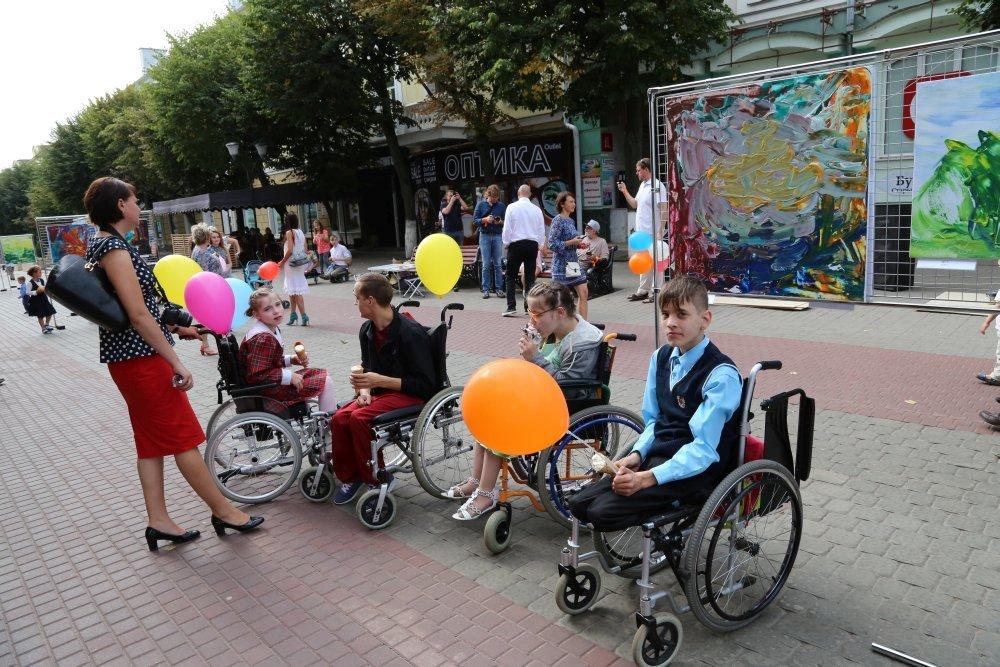 Жители и гости Орла смогли увидеть необычную детскую выставку, фото-12
