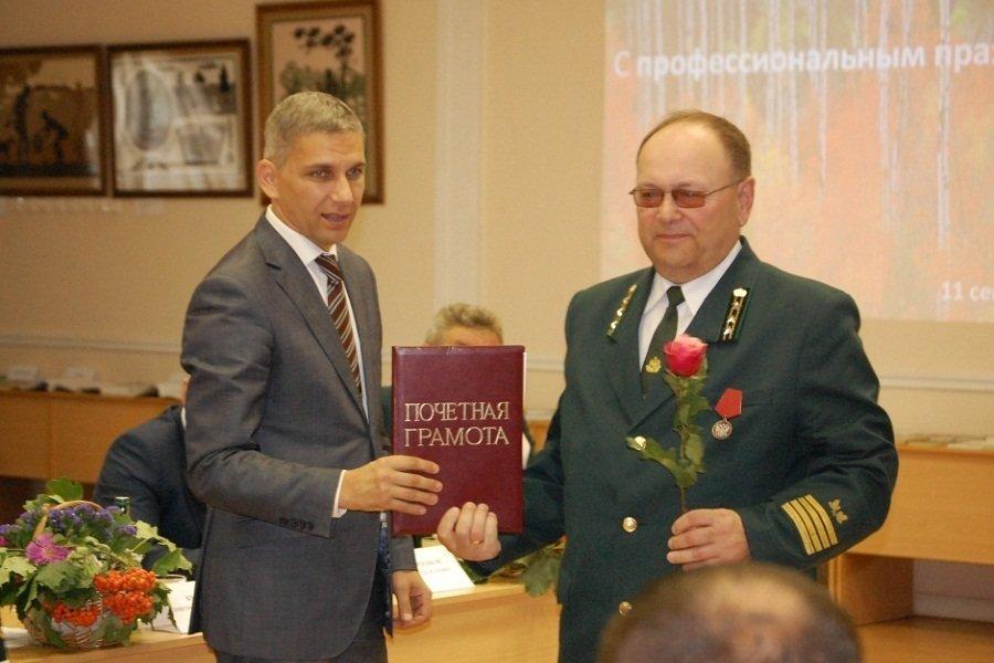 Лесничих Орловской области торжественно поздравили с грядущим праздником, фото-2